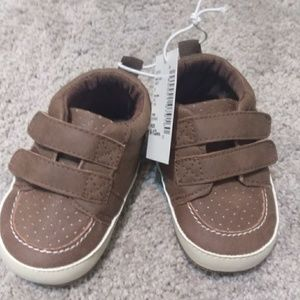 The Children's Place tan 6-12 month baby shoes